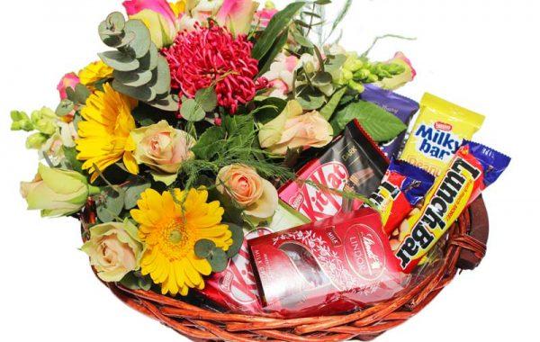 Get-well-soon- Flwer arrangement-chocolate treat